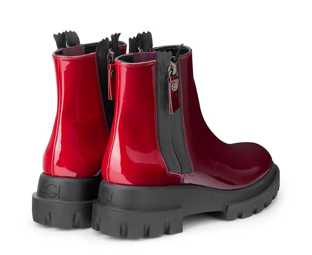תמונה של נעליי ברכה אדומות