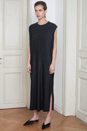 תמונה של שמלה דין
